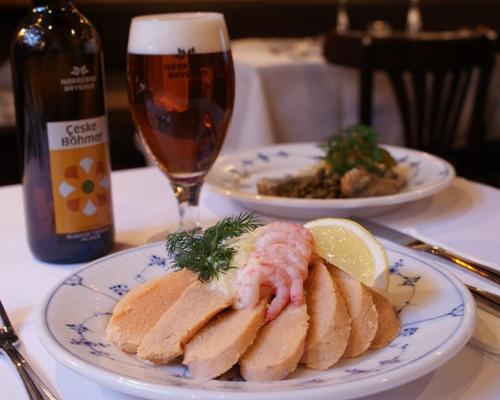 """""""Alt var virkelig fantastisk,"""" skriver Axel B i sin anmeldelse af den traditionelle frokost på Restaurant Kronborg og kvitterer med fem stjerner ud af fem mulige på Tripadvisor."""