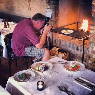 """Anmelder, forfatter og smørrebrødsentusiast Ole Troelsø besøgte os for at fotografere restauranten og et par af vores mest populære stykker smørrebrød for at tage os med i sin nye bog """"The insider's guide to smørrebrød""""."""