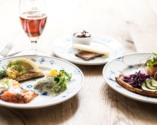 fiskefilet smørrebrød påskefrokost frokost restaurant kronboge københavn