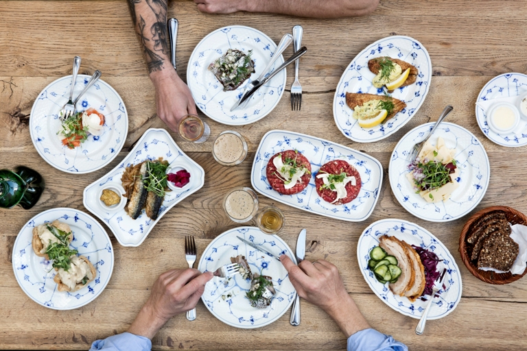 forkæl gæster forretningsforbindelser klassisk traditionelt dansk smørrebrød takeaway
