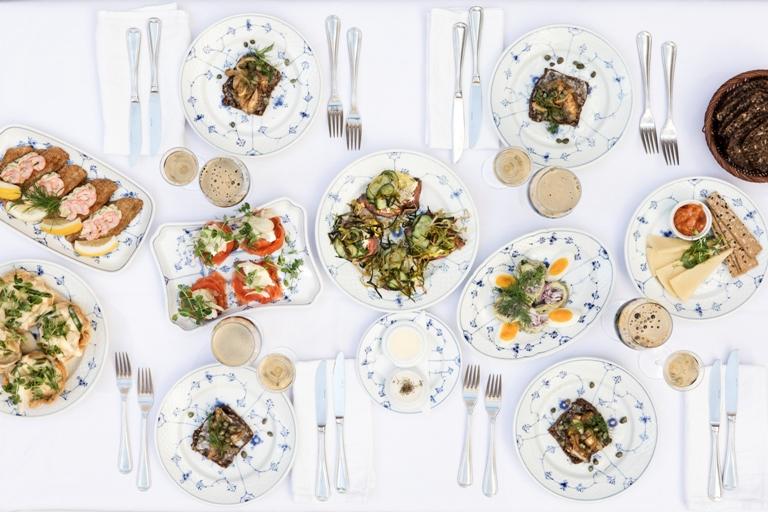 stamgæster favorit smørrebrød frokost traditionel klassisk dansk københavn
