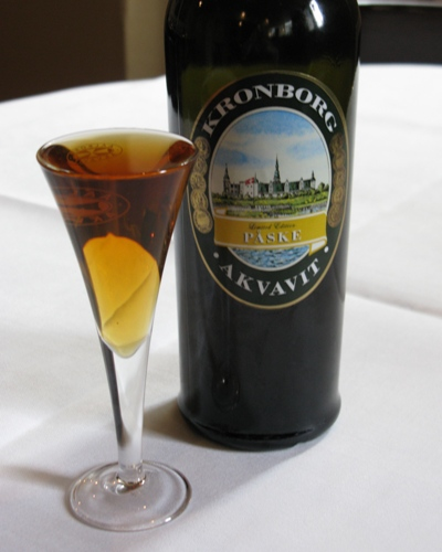 Kronborg Easter Akvavit 2012 has been spiced with cumin, dill, fennel and lemon peel. A touch of Oloroso Sherry adds extra depth and smoothness. Enjoy the full-bodied Kronborg Easter Akvavit with herring or our spring platter.