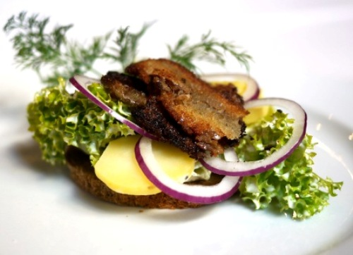 Our Head Chef, Jimmi Bengtsson, twisted the Danes' beloved open-faced potato sandwich for the food festival Copenhagen Cooking 2012 – and the guests had a new favourite. You will find Jimmi's recipe at the foodie website Spiseliv.dk (in Danish) – or below (in English).