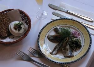 Brantevik-sildene er friske, søde og let krydrede. De er lynhurtigt blevet en favorit blandt smørrebrød-fansene på Restaurant Kronborg.