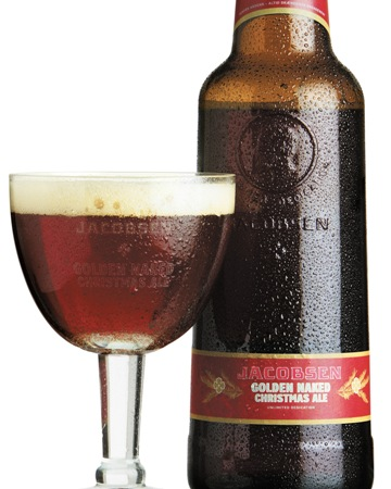 Jacobsens populre julel  Jacobsen Golden Naked Christmas Ale  er en fin ledsager til svulstig nordisk julemad som and, ribbensteg og smrrebrd.